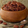 Сладкий и пряный орех пекан в кленовом сиропе