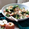 Салат с брокколи и яблоком
