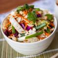 Салат с китайской капустой и пряным арахисовым соусом