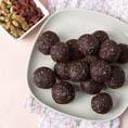 Сыроедческие ореховые шары с ягодами годжи