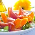 Салат из дыни и пармской ветчины