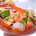 Салат-коктейль с креветками и авокадо